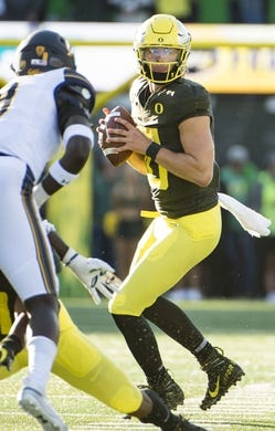 Oct 5, 2019; Eugene, OR, USA; Oregon Ducks quarterback Justin Herbert (10) passes the ball during the first half against the California Golden Bears at Autzen Stadium. Oregon won the game 17-7. Mandatory Credit: Troy Wayrynen-USA TODAY Sports
