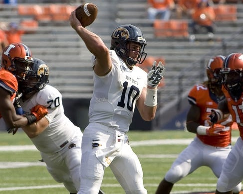 Sep 5, 2015; Champaign, IL, USA; Kent State Golden Flashes quarterback Colin Reardon (10) throws a pass at Memorial Stadium. Illinois beat Kent State 52-3.  Mandatory Credit: Mike Granse-USA TODAY Sports