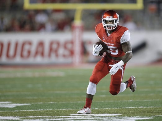 Oct 8, 2015; Houston, TX, USA; University of Houston Cougars running back Javin Webb (25) runs against the Southern Methodist University Mustangs in the second half at TDECU Stadium. Mandatory Credit: Erich Schlegel-USA TODAY Sports