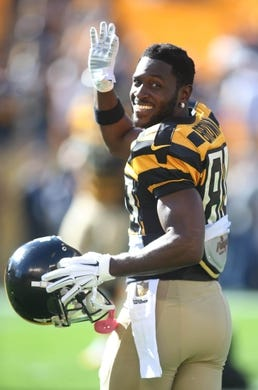 Nov 1, 2015; Pittsburgh, PA, USA; Pittsburgh Steelers wide receiver Antonio Brown (84) reacts on the field before playing the Cincinnati Bengals at Heinz Field. Mandatory Credit: Charles LeClaire-USA TODAY Sports