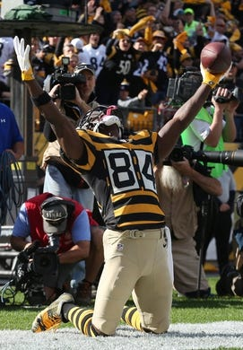 Nov 1, 2015; Pittsburgh, PA, USA; Pittsburgh Steelers wide receiver Antonio Brown (84) reacts after scoring a touchdown against the Cincinnati Bengals during the first quarter at Heinz Field. Mandatory Credit: Charles LeClaire-USA TODAY Sports