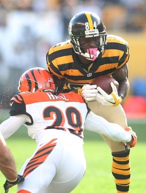 Nov 1, 2015; Pittsburgh, PA, USA; Pittsburgh Steelers wide receiver Antonio Brown (84) runs after a pass reception as Cincinnati Bengals strong safety Leon Hall (29) defends during the second quarter  at Heinz Field. Mandatory Credit: Charles LeClaire-USA TODAY Sports
