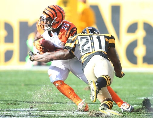 Nov 1, 2015; Pittsburgh, PA, USA; Cincinnati Bengals running back Giovani Bernard (25) runs after a pass reception against Pittsburgh Steelers strong safety Robert Golden (21) during the second quarter at Heinz Field. Mandatory Credit: Charles LeClaire-USA TODAY Sports