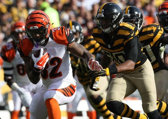 Nov 1, 2015; Pittsburgh, PA, USA; Cincinnati Bengals half back Jeremy Hill (32) runs the ball against the Pittsburgh Steelers during the first half at Heinz Field. Mandatory Credit: Jason Bridge-USA TODAY Sports