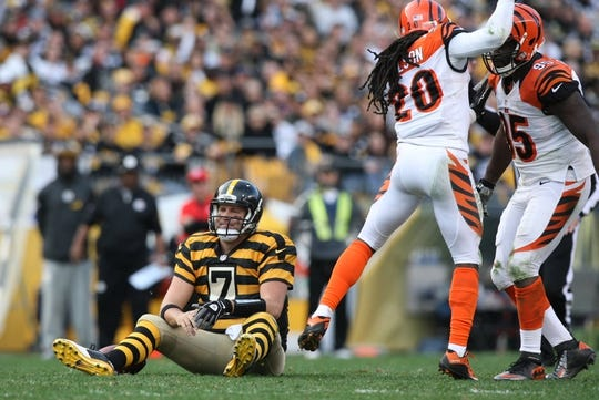 Nov 1, 2015; Pittsburgh, PA, USA; Pittsburgh Steelers quarterback Ben Roethlisberger (7) sits on the ground after an incomplete pass as Cincinnati Bengals safety Reggie Nelson (20) and defensive end Wallace Gilberry (95) during the second half at Heinz Field. The Bengals won the game 16-10. Mandatory Credit: Jason Bridge-USA TODAY Sports
