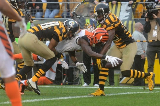 Nov 1, 2015; Pittsburgh, PA, USA; Cincinnati Bengals wide receiver A.J. Green (18) scores a touchdown past Pittsburgh Steelers cornerback Ross Cockrell (31) and cornerback William Gay (22) during the second half at Heinz Field. The Bengals won the game 16-10. Mandatory Credit: Jason Bridge-USA TODAY Sports