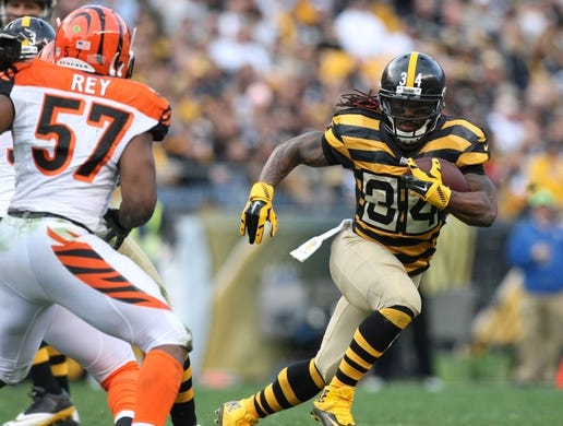 Nov 1, 2015; Pittsburgh, PA, USA; Pittsburgh Steelers running back DeAngelo Williams (34) runs the ball against Cincinnati Bengals linebacker Vincent Rey (57) during the second half at Heinz Field. The Bengals won the game 16-10. Mandatory Credit: Jason Bridge-USA TODAY Sports