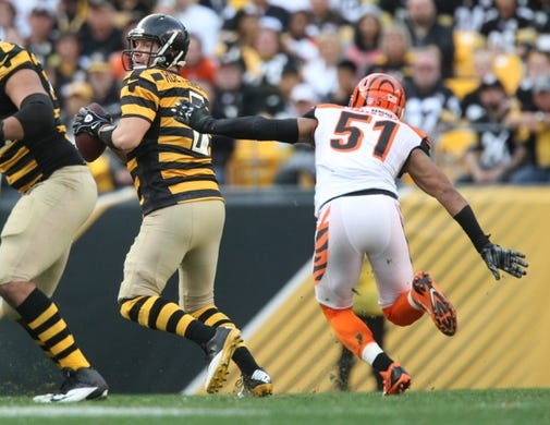 Nov 1, 2015; Pittsburgh, PA, USA; Pittsburgh Steelers quarterback Ben Roethlisberger (7) is pressured by Cincinnati Bengals linebacker Chris Carter (51) during the second half at Heinz Field. The Bengals won the game 16-10. Mandatory Credit: Jason Bridge-USA TODAY Sports