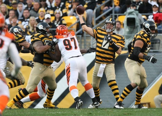 Nov 1, 2015; Pittsburgh, PA, USA; Pittsburgh Steelers quarterback Ben Roethlisberger (7) throws a pass under pressure from Cincinnati Bengals defensive tackle Geno Atkins (97) during the second half at Heinz Field. The Bengals won the game 16-10. Mandatory Credit: Jason Bridge-USA TODAY Sports