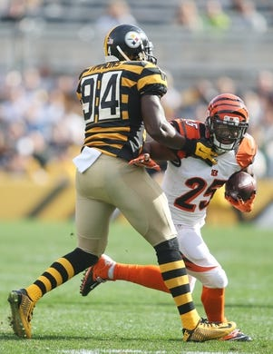 Nov 1, 2015; Pittsburgh, PA, USA; Cincinnati Bengals running back Giovani Bernard (25) runs the ball against Pittsburgh Steelers inside linebacker Lawrence Timmons (94) during the first quarter at Heinz Field. The Bengals won 16-10. Mandatory Credit: Charles LeClaire-USA TODAY Sports