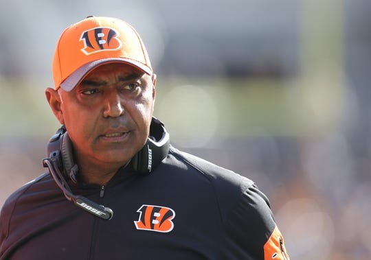 Nov 1, 2015; Pittsburgh, PA, USA; Cincinnati Bengals head coach Marvin Lewis reacts on the sidelines against the Pittsburgh Steelers during the second quarter at Heinz Field. The Bengals won 16-10. Mandatory Credit: Charles LeClaire-USA TODAY Sports