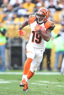 Nov 1, 2015; Pittsburgh, PA, USA; Cincinnati Bengals wide receiver Brandon Tate (19) returns a kick-off against the Pittsburgh Steelers during the third quarter at Heinz Field. The Bengals won 16-10. Mandatory Credit: Charles LeClaire-USA TODAY Sports