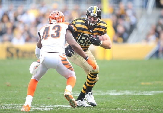 Nov 1, 2015; Pittsburgh, PA, USA; Pittsburgh Steelers tight end Heath Miller (83) runs after a catch as Cincinnati Bengals strong safety George Iloka (43) defends during the third quarter  at Heinz Field. The Bengals won 16-10. Mandatory Credit: Charles LeClaire-USA TODAY Sports