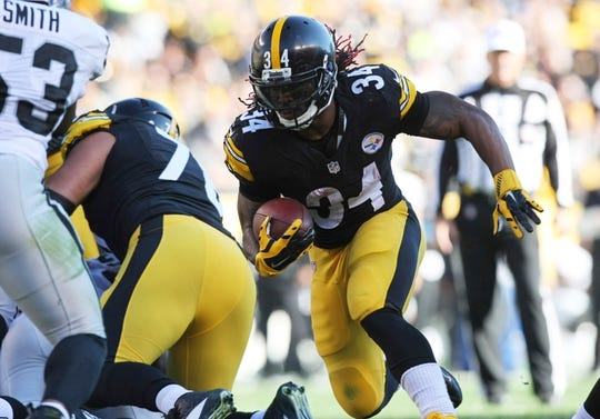 Nov 8, 2015; Pittsburgh, PA, USA; Pittsburgh Steelers running back DeAngelo Williams (34) runs the ball against the Oakland Raiders during the first half at Heinz Field. Mandatory Credit: Jason Bridge-USA TODAY Sports