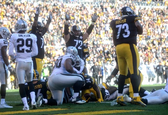 Nov 8, 2015; Pittsburgh, PA, USA; Pittsburgh Steelers players celebrate a touchdown by running back DeAngelo Williams (34) against the Oakland Raiders during the first half at Heinz Field. Mandatory Credit: Jason Bridge-USA TODAY Sports