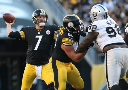 Nov 8, 2015; Pittsburgh, PA, USA; Pittsburgh Steelers quarterback Ben Roethlisberger (7) throws the ball against the Oakland Raiders during the second half at Heinz Field. The Steelers won the game, 38-35. Mandatory Credit: Jason Bridge-USA TODAY Sports