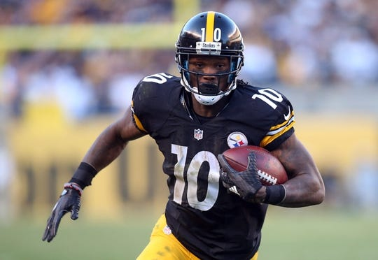 Nov 8, 2015; Pittsburgh, PA, USA; Pittsburgh Steelers wide receiver Martavis Bryant (10) runs to score a fourteen yard touchdown pass against the Oakland Raiders during the fourth quarter at Heinz Field. The Steelers won 38-35. Mandatory Credit: Charles LeClaire-USA TODAY Sports