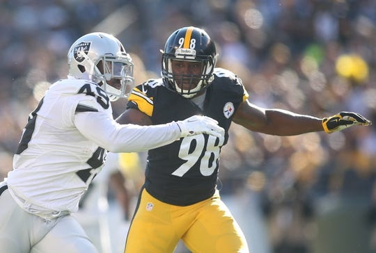 Nov 8, 2015; Pittsburgh, PA, USA; Pittsburgh Steelers inside linebacker Vince Williams (98) engages Oakland Raiders running back Jamize Olawale (49) on a punt during the first quarter at Heinz Field. The Steelers won 38-35. Mandatory Credit: Charles LeClaire-USA TODAY Sports