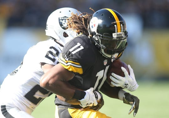 Nov 8, 2015; Pittsburgh, PA, USA; Pittsburgh Steelers wide receiver Markus Wheaton (11) runs after a catch as Oakland Raiders cornerback D.J. Hayden (25) defends during the first quarter at Heinz Field. The Steelers won 38-35. Mandatory Credit: Charles LeClaire-USA TODAY Sports