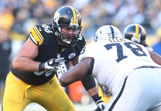 Nov 8, 2015; Pittsburgh, PA, USA; Pittsburgh Steelers guard David DeCastro (66) blocks at the line of scrimmage against Oakland Raiders defensive tackle Justin Ellis (78)  during the third quarter at Heinz Field. The Steelers won 38-35. Mandatory Credit: Charles LeClaire-USA TODAY Sports