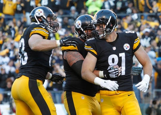 Nov 8, 2015; Pittsburgh, PA, USA; Pittsburgh Steelers tight end Heath Miller (L) and center Cody Wallace (C) congratulate tight end Jesse James (81) on his four yard touchdown against the Oakland Raiders during the fourth quarter at Heinz Field. The Steelers won 38-35. Mandatory Credit: Charles LeClaire-USA TODAY Sports