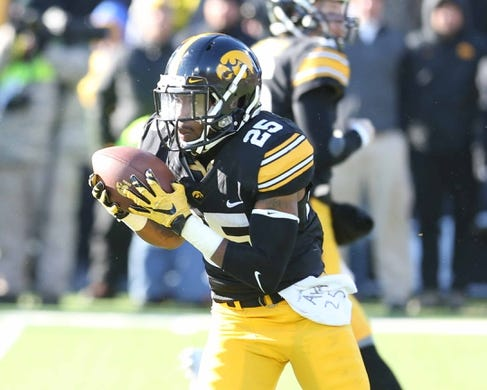 Nov 21, 2015; Iowa City, IA, USA; Iowa Hawkeyes running back Akrum Wadley (25) carries the football against the Purdue Boilermakers in the third quarter at Kinnick Stadium. Iowa beat Purdue 40-20. Mandatory Credit: Reese Strickland-USA TODAY Sports