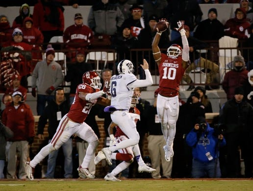 Nov 21, 2015; Norman, OK, USA; Oklahoma Sooners safety Steven Parker (10) deflects the pass attempt by TCU Horned Frogs quarterback Bram Kohlhausen (6) on a two point conversion try during the fourth quarter at Gaylord Family - Oklahoma Memorial Stadium. Mandatory Credit: Kevin Jairaj-USA TODAY Sports