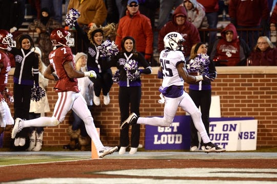 Nov 21, 2015; Norman, OK, USA; TCU Horned Frogs wide receiver KaVontae Turpin (25) runs for a long touchdown as Oklahoma Sooners cornerback Jordan Thomas (7) pursues during the fourth quarter at Gaylord Family - Oklahoma Memorial Stadium. Mandatory Credit: Mark D. Smith-USA TODAY Sports