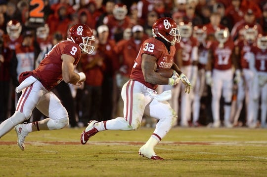 Nov 21, 2015; Norman, OK, USA; Oklahoma Sooners running back Samaje Perine (32) runs the ball against the TCU Horned Frogs during the fourth quarter at Gaylord Family - Oklahoma Memorial Stadium. Mandatory Credit: Mark D. Smith-USA TODAY Sports