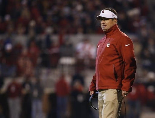 Nov 21, 2015; Norman, OK, USA; Oklahoma Sooners head coach Bob Stoops during the game against the TCU Horned Frogs at Gaylord Family - Oklahoma Memorial Stadium. Mandatory Credit: Kevin Jairaj-USA TODAY Sports