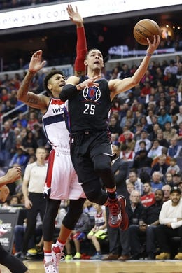 Dec 28, 2015; Washington, DC, USA; Los Angeles Clippers guard Austin Rivers (25) shoots the ball as Washington Wizards forward Kelly Oubre Jr. (12) defends in the second quarter at Verizon Center. Mandatory Credit: Geoff Burke-USA TODAY Sports