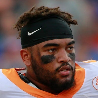 Sep 26, 2015; Gainesville, FL, USA; Tennessee Volunteers defensive end Derek Barnett (9)  during the second half at Ben Hill Griffin Stadium. Florida Gators defeated the Tennessee Volunteers 28-27. Mandatory Credit: Kim Klement-USA TODAY Sports