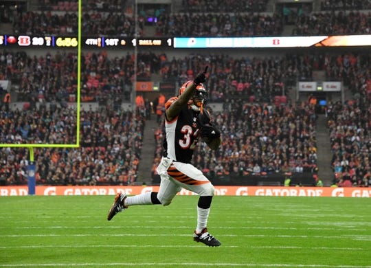 Oct 30, 2016; London, United Kingdom; Cincinnati Bengals running back Jeremy Hill (32) celebrates after scoring on a one-yard touchdown run in the fourth quarter against the Washington Redskins during game 17 of the NFL International Series at Wembley Stadium. The Redskins and Bengals tied 27-27. Mandatory Credit: Kirby Lee-USA TODAY Sports