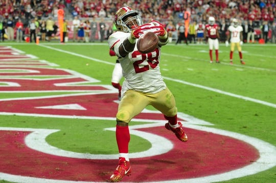 Nov 13, 2016; Glendale, AZ, USA;  San Francisco 49ers running back Carlos Hyde (28) drops a pass in the end zone during the second half against the Arizona Cardinals at University of Phoenix Stadium. Mandatory Credit: Matt Kartozian-USA TODAY Sports