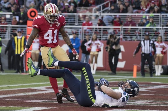 January 1, 2017; Santa Clara, CA, USA; Seattle Seahawks tight end Luke Willson (82) scores a touchdown against San Francisco 49ers strong safety Antoine Bethea (41) during the second quarter at Levi's Stadium. Mandatory Credit: Kyle Terada-USA TODAY Sports